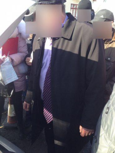 На Тернопільщині депутат міськради отримав 2 тисячі доларів США неправомірної вигоди