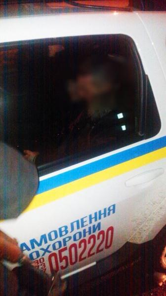 Поліцейські затримали чоловіка, який погрожував жінці і дитині ножем