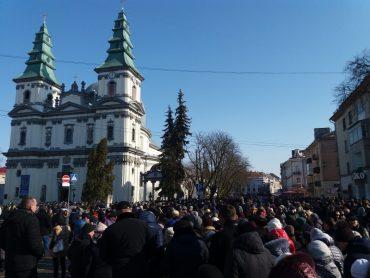 Сьогодні у Тернополі рекордна черга до Нерукотворного образу Ісуса Христа