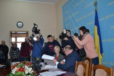 """Тернопільські чиновники з управління капітального будівництва з ділками """"освоїли"""" за 2016 рік 100 мільйонів гривень у власну кишеню?"""