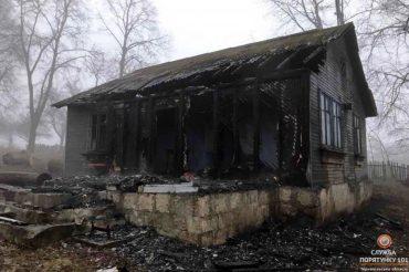 На Борщівщині згорів старий магазин, який селяни використовували для богослужінь