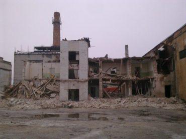 """У Великій Березовиці триває демонтаж цукрового заводу """"Поділля"""""""