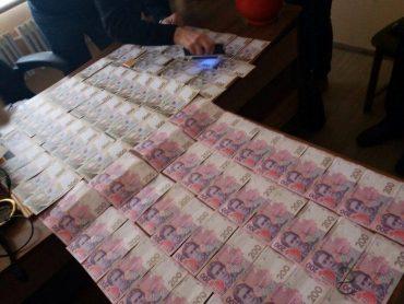 На Тернопільщині СБУ затримала на хабарі чиновника облдержадміністрації