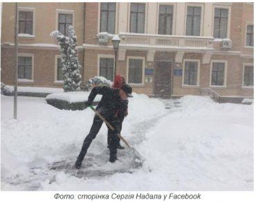 За дві доби на Тернопільщини випаде снігу на пів метра?