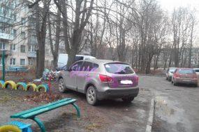 Поліція Тернополя не штрафувала водіїв-порушників, які паркуються на газонах