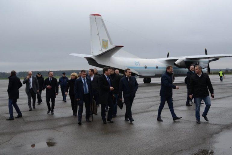 До Тернополя прилетів віце-прем'єр-міністр України Геннадій Зубко, щоб відмолити гріхи у церкві?
