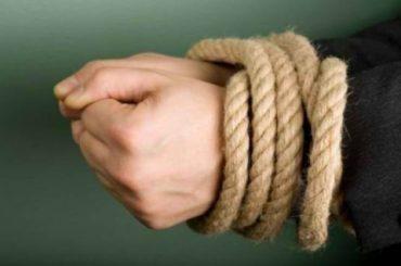 """На Тернопільщині мамі, що """"виховувавала"""" доньку кулаками і прив'язувала мотузкою, присуджено 200 годин громадських робіт"""
