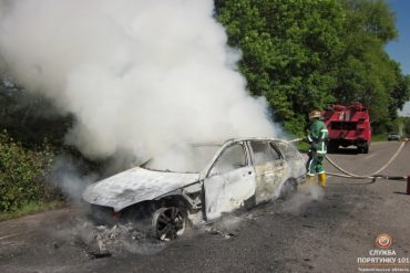 В Озерні згорів автомобіль