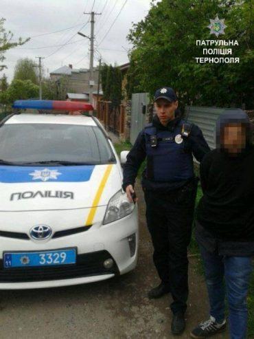 Патрульні затримали чоловіка, який проник у чужий будинок