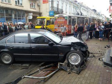 Неймовірна аварія сталася в центрі Тернополя