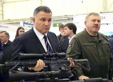 Аваков лукавить, що більшість українців проти вільного володіння зброєю