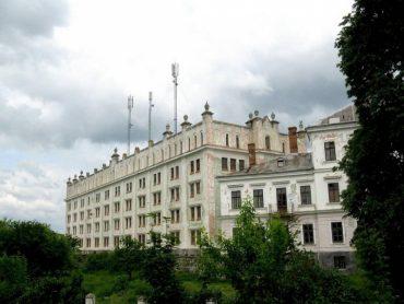Російський олігарх Потьомкін продає замок у рідному селі керівника Тернопільської області Степана Барни