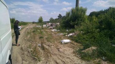 У Струсові за рік часу сільський голова не спромігся організувати збір сміття та прибрати стихійні звалища