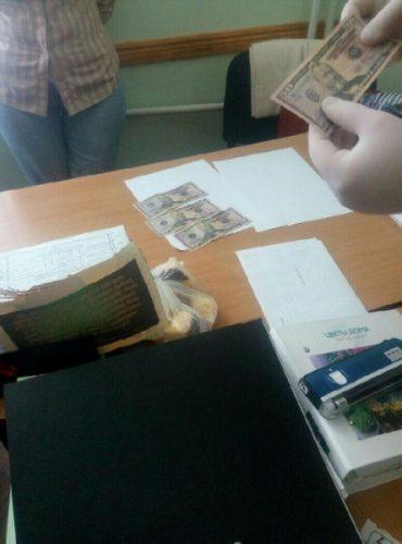 На Тернопільщині доцент Бережанського агротехнічного інституту вимагала 200 доларів США за дипломну роботу