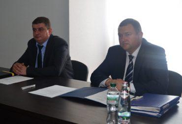 Чортківський прокурор Кобель хоче отримати землю, щоб узаконити свої хороми