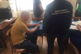 У Тернополі викладач вимагав від студента 3000 гривень за успішне складання іспитів