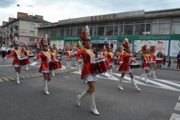 У Тернополі відбувся парад випускників