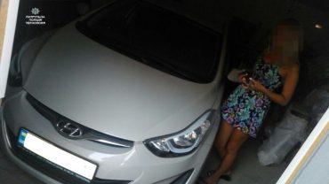 26-річна блондинка відкрила не свій гараж і заявила, що вкрали її авто