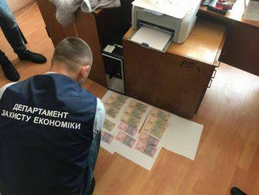 На Тернопільщині чиновниця райдержадміністрації отримала 6000 гривень хабара