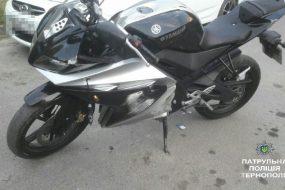 Мотоцикліст на Yamaha, здійснюючи обгін, зіткнувся з автомобілем Peugeot