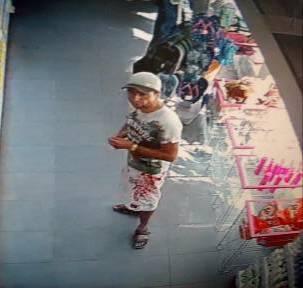У Тернополі двоє чоловіків викрали з магазину парфуми