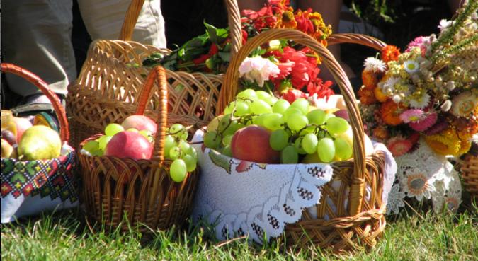 Яблучний Спас: скільки коштуватиме франківцям зібрати святковий кошик
