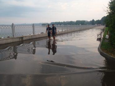 """Після дощу у Тернополі видно усі """"гріхи"""" проектантів, ремонтників та прибиральників"""
