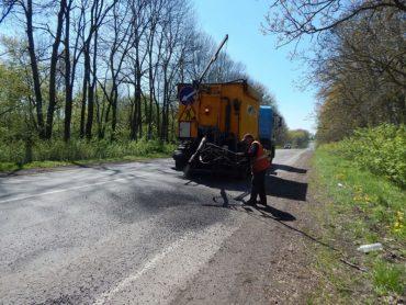 Водії Тернопільщини просять керівництво Служби автомобільних доріг перестати знущатися з такими псевдоремонтами