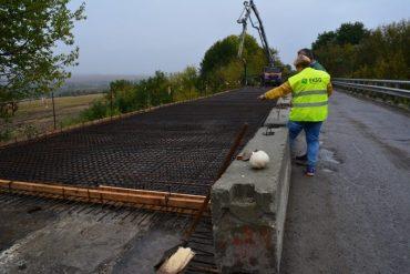 Аж через 8 років у Скалі-Подільській почали ремонтувати аварійний міст