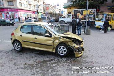 У центрі Тернополя не розминулося два автомобілі