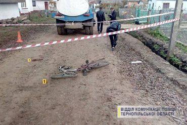 Під колесами молоковоза на Бережанщині загинув хлопчик