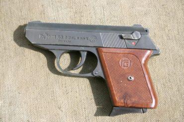 Житель Борщівщини прийшов у відділення поліції з пістолетом