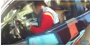 Патрульний на ходу заскочив в автомобіль п'яного водія і заглушив мотор