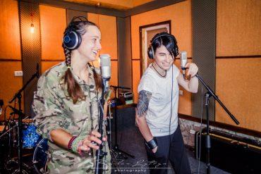 Анастасія Приходько заспівала із військовим парамедиком Дар'єю Зубенко