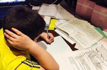 Один день із життя школяра: 10 годин на навчання і година – на все решту