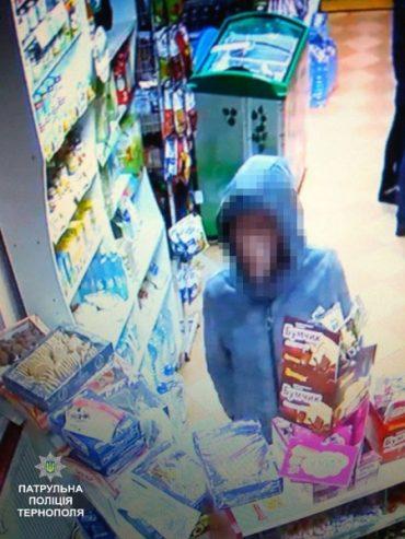 Патрульні розшукали чоловіка, який обікрав магазин