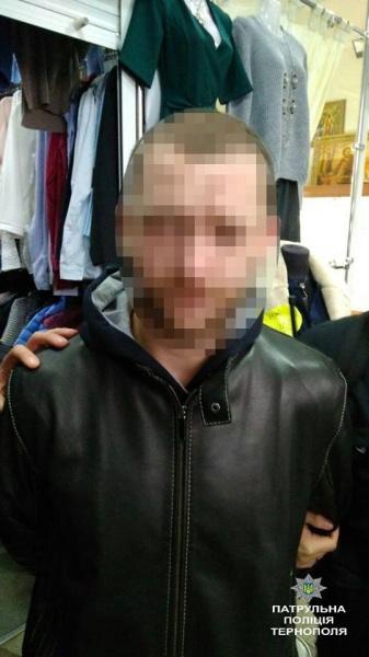 Патрульні затримали зловмисника, який поцупив в магазині дорогий верхній одяг