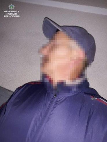 Патрульні затримали злодія, який заліз на чуже подвір'я