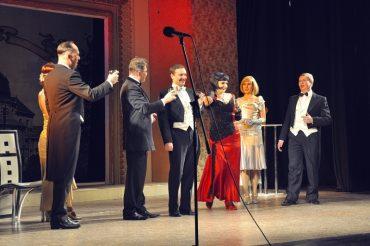 Тернопільський театр перетворився на розхристане чуперадло