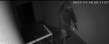Грабіжник зі зброєю нападає на жінок у Тернополі
