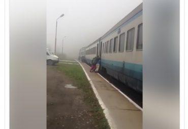 """Люди штовхали поїзд """"Івано-Франківськ-Рахів"""", щоб доїхати до кінцевої станції"""