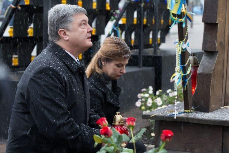 Как Порошенко посетил Майдан: вооруженная автоматами охрана, снайпера и металлические клетки
