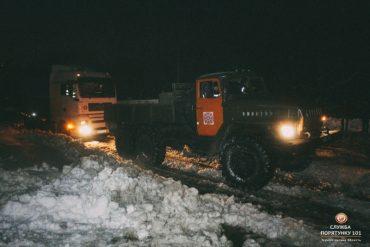 Тернопільська область: за вихідні рятувальники відбуксирували тринадцять вантажівок та два мікроавтобуси