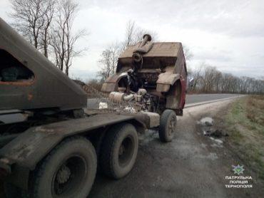 Патрульні загасили вантажівку, яка загорілася