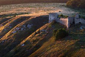 Руїни Кудринецького замку у вечірньому світлі Сергія Рижкова визнані найкращою світлиною Тернопільщини