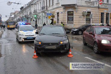 У Тернополі під колесами авто опинилася жінка