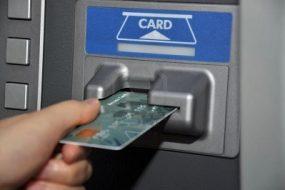 Залишив картку в банкоматі і втратив 17 тисяч гривень