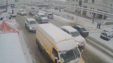 Тернопіль засипає снігом