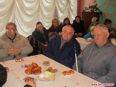 Цинічне відзначення Дня інваліда: владі – м'ясо й виноград, людям з інвалідністю – булочки й печиво