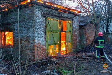 У Тернополі горів недіючий завод безалкогольних напоїв